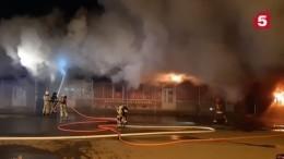 Пожар вторговом павильоне тушат вРостовской области