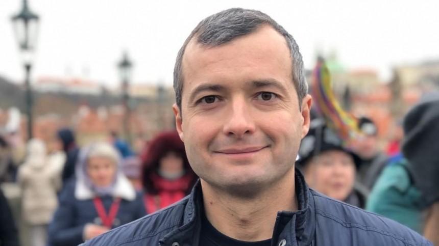 Летчика-героя Дамира Юсупова удивил его 20-метровый портрет надоме вСургуте