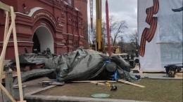 Новый памятник маршалу Жукову установили наМанежной площади вМоскве