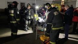Людей спасают изгорящего общежития вМоскве