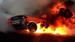 «Дымит резина…»: Дрифтер чуть неспалил Lamborghini Huracan вовремя шоу