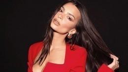 «Явернулась!»— Эмили Ратаковски покорила фанатов обнаженной грудью
