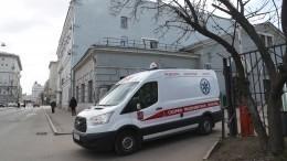 Скорая стяжелобольным пациентом столкнулась слегковушкой вМоскве