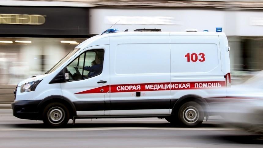 Видео: ярославец заблокировал реанимобиль смладенцем инедавал выехать
