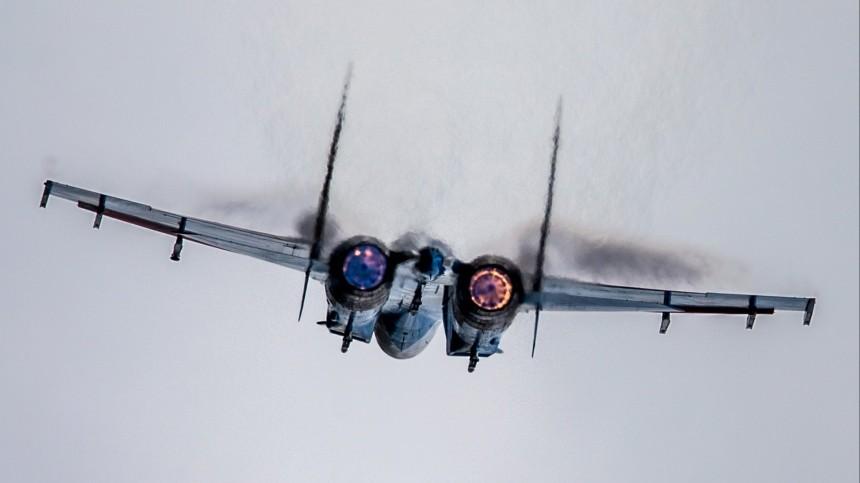 Истребитель Су-27 упал вакватории Черного моря, заявили вМинобороны