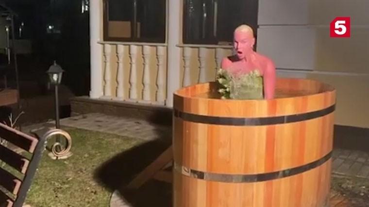 Обнаженная Волочкова искупалась вледяной воде для защиты откоронавируса
