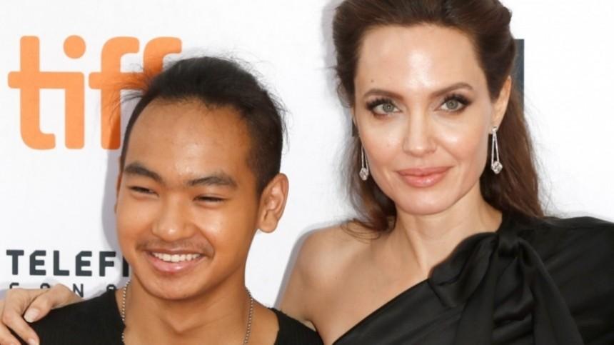 Джоли воссоединится состаршим сыном из-за эпидемии коронавируса