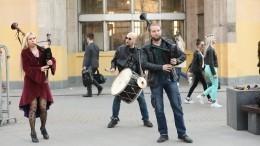 Уличные музыканты изНарвы устроили антикоронавирусный перформанс