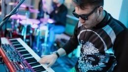 Петербургский музыкант устроил для самоизолировавшихся «каранцерт» набалконе