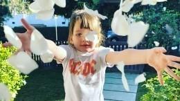 Дочь Милы Йовович поразила подписчиков мамы своими глазами— фото