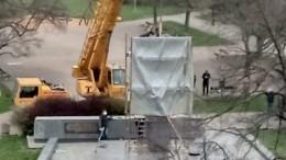 Памятник маршалу Советского Союза Коневу сняли спьедестала вПраге