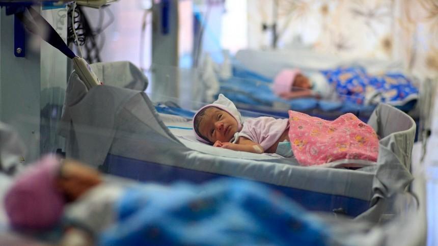 Новорожденных близнецов вИндии назвали Ковид иКорона