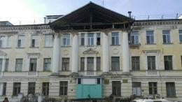 ВТомской области обрушилась часть фасада клинической больницы