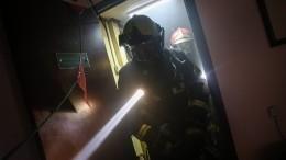 Огонь перекинулся нажилые дома сгорящих камышей вВолгограде— видео