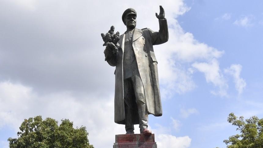ВМИД РФназвали варварством демонтаж памятника маршалу Коневу вПраге