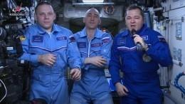 Космонавты поздравили россиян сДнем космонавтики сборта МКС