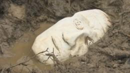 Таинственный бюст откопали строители вПетербурге— видео