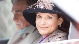 «Фантастическая женщина»: звезда «Сватов» Артемьева выложила романтичное фото сбукетом
