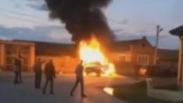 Два мощных взрыва прогремели при столкновении легкового автомобиля сгрузовиком вЧечне