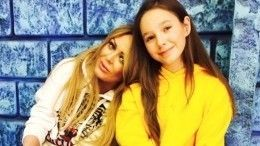 «Какая красивая девочка»: мама Юлии Началовой поделилась снимком дочери певицы