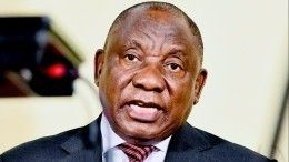 Президент ЮАР десять секунд немог надеть маску вовремя обращения кнации