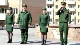 Военный оркестр вУлан-Удэ исполнил для жителей многоэтажки песни военных лет