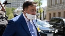 Сразу незадалось: Саакашвили пришел вРаду иопростоволосился сфлагом Украины