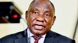 Президент ЮАР несмог спервого раза надеть медицинскую маску впрямом эфире