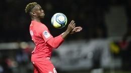 Французский футболист был введен вкому после заражения коронавирусом