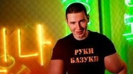 «Руки-Базуки» шокировал публику странной пародией наподушечный челлендж