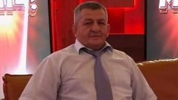 «Спасители вбелых халатах»: отец Хабиба Нурмагомедова поблагодарил врачей заоказанную помощь