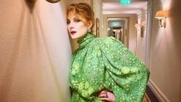 «Мыввосхищении»: 53-летняя Рената Литвинова поделилась своим фото встиле «ню»