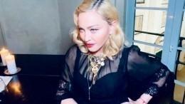 «Очень сексуальная домохозяйка»: Мадонна моет пол воткровенном наряде— фото