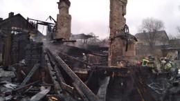Кадры сгоревшего дома под Петербургом, где погибли шесть детей