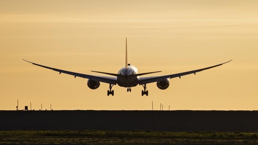 Видео: Boeing 787 врезался вAirbus A380 вовремя урагана вДохе