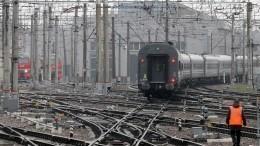 Очевидцы сообщили, что вСтаром Осколе сошел срельсов пассажирский поезд— видео
