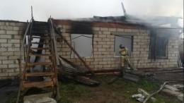 Шесть человек сгорели вчастном доме под Москвой— фото сместа пожара