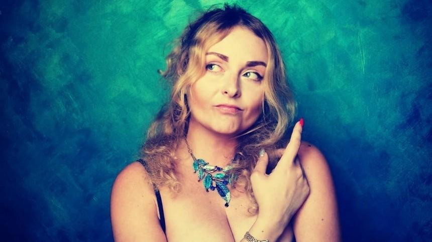 Дочь сатирика Задорнова сфотографировалась обнаженной исгитарой