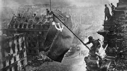 ВFacebook объяснили удаление снимков сознаменем Победы над Рейхстагом