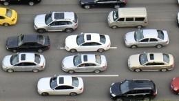 Подвесной мост ссотнями машин неожиданно завибрировал вКитае— видео