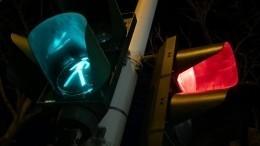 Опрокинутый светофор спас жизни пассажирам влетевшего внего авто