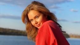 «Девочка-весна»: Стеша Маликова вминиплатье станцевала нагазоне