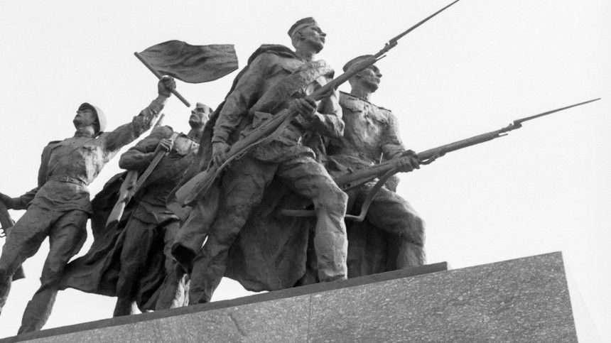 «Грубая ошибка»: ветеран изСША осудил попытки преуменьшить роль СССР воВторой мировой