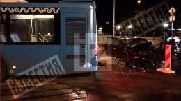 Видео: легковушка влетела вавтобус вНовой Москве, один человек погиб