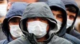 Видео: Почему мигранты собрались уконсульства Узбекистана вПетербурге?
