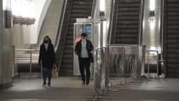 Агрессивный пассажир без маски устроил драку вметро Петербурга