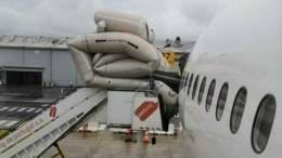 Дверь вырвало усамолета авиакомпании Nord Wind после посадки вЛиссабоне