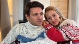 «Мычасто ругаемся»: Актер Антон Хабаров раскрыл секрет долгих отношений