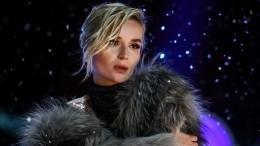 Полина Гагарина выступила наVK Fest 2020