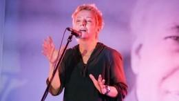 Группа «Сурганова иоркестр» исполнила лучшие хиты наVK Fest 2020